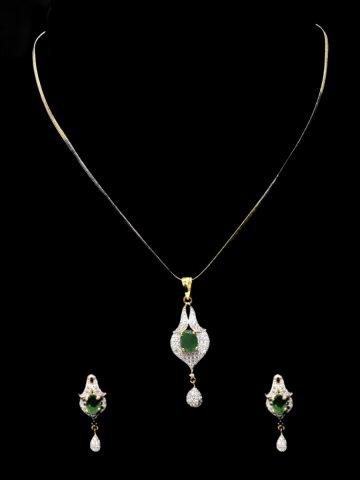 https://static6.cilory.com/123898-thickbox_default/elegant-women-necklace.jpg