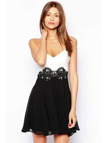 https://static9.cilory.com/138945-thickbox_default/two-tone-embroidered-mid-section-backless-skater-dress.jpg