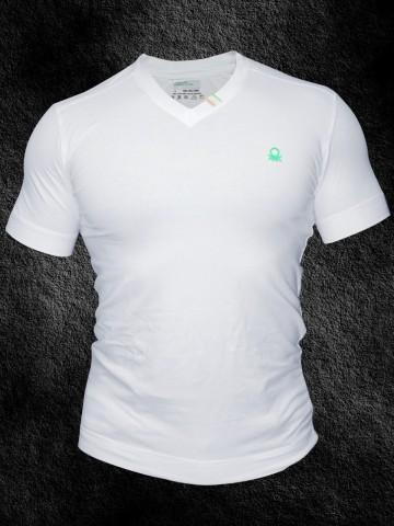 https://static6.cilory.com/31316-thickbox_default/united-colors-of-benetton-v-neck-t-shirt.jpg