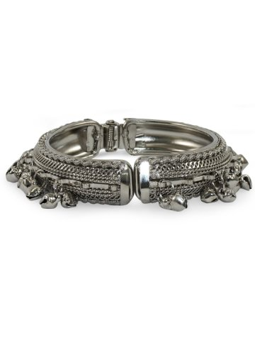 https://static1.cilory.com/381422-thickbox_default/silver-metallic-bracelet-with-ghungroo.jpg