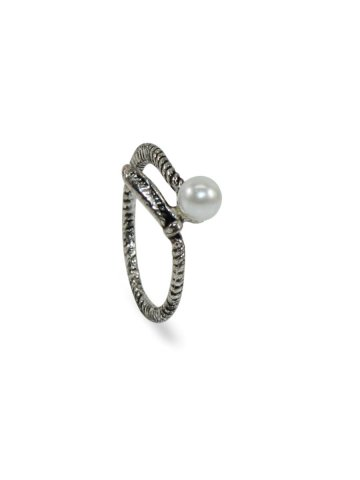 https://static3.cilory.com/390946-thickbox_default/silver-color-oxidised-ring.jpg
